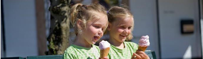 Genieten van een ijsje